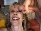 Bukkake brutal para esta adicta al semen - Video de Guarras