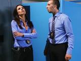 Compañeros de trabajo se enrollan en los vestuarios - Video de Guarras