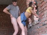 Acaba con su novia follando en público