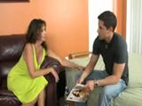 Zorra madura se liga al novio de su hija - Video de Maduras Milf