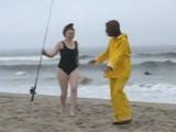 Se liga a una chavala en la playa y se la folla - Video de Lesbianas