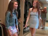 Los padres se han ido, las han dejado solas - Video de Lesbianas