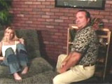 Rubia jovencita salida se folla al psicologo maduro - Video de Rubias