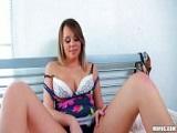 La jovencita Alexis Adams con juguetes sexuales