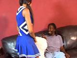 La negrita cheerleader cabalga rabos que da gusto - Video de Negras