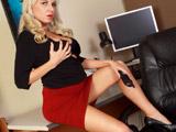 La madura milf Jessica Taylor sexy en la oficina