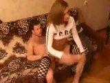 Se aprovecha de su amiga borracha