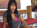 El jamaicano se folla a una chica oriental - Video de Interracial XXX