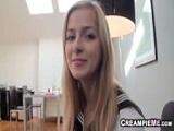 La estudiante se lleva un creampie - Video de Jovencitas