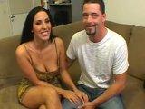 Observa a su esposa follando con otro - Video de Morenas