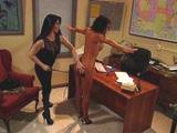 La directora castiga a las profesoras - Video de Porno XXX