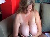 Madura de tetas gordas se masturba sola