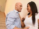 Tras el tonteo se folla a la vecina - Video de Putas Cerdas