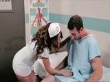 Esta enfermera te pone bueno de golpe