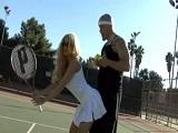 Follar mejor que jugar al tenis - Video de Rubias