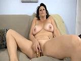 La madura nos la pone dura masturbándose - Video de Masturbaciones