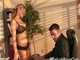 La secretaria le provoca y acaba follandola viva