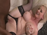 Milf xxx follada duramente por el culo - Video de Interracial XXX