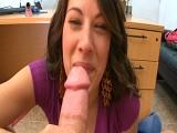 Mi mujer me la chupa en la oficina - Video de Mamadas