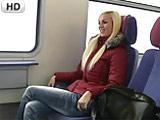 Rubia amateur alemana follando en el tren