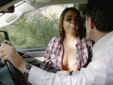 La autoestopista le puso la polla dura