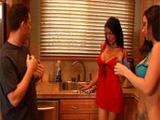 Sus compañeras de piso son dos calientapollas - Video de Putas Cerdas