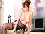 Esta secretaria se masturba en el trabajo