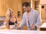 Tremendo folladón en la cocina antes de ir a trabajar - Video de Maduras Milf