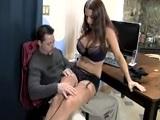 El jefe jugando con la nueva secretaria