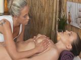 Fue el mejor masaje de toda su vida - Video de Lesbianas