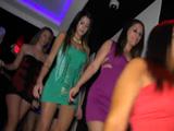 Borrachas y folladas en la discoteca