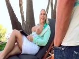 Prueba las ubres de su futura suegra - Video de Tetonas