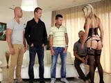 Gangbang y dp para esta milf caliente - Video de Orgias Porno