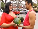 Los melones de la latina llamaron su atención - Video de Tetonas