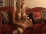 Mi esposa llega con ganas de frotar su vagina - Video de Masturbaciones