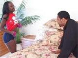 Contrata a una puta para follar y acaba enculandola - Video de Pu