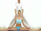 Yoga y sexo duro junto a Mia Malkova