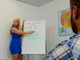 Tiene una profesora que le pone cachondísimo - Video de Maduras Milf