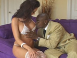 Divorciada prueba un rabo descomunal - Video de Interracial XXX