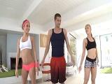 Adoran el aerobic y follar juntas - Video de Trios X