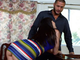 Dana Dearmond menea su culo para seducirle