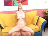 Rubia salida se folla a un amigo de su novio - Video de Rubias