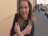 La convencen por la calle para hacer un casting xxx