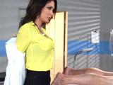 Un chequeo muy caliente con la doctora - Video de Putas Cerdas