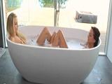 Les encanta ducharse juntas… - Video de Lesbianas