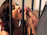 Logra el indulto dejándose encular - Video de Putas Cerdas