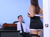 Buscan al jefe y se lo follan - Video de Trios X