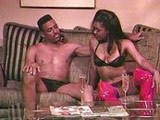 Pareja afroamericana combina alcohol con sexo