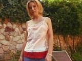 Zorrita casada follando con el vecino en la piscina