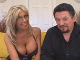 Deja que su mujer folle con un negro - Video de Maduras Milf